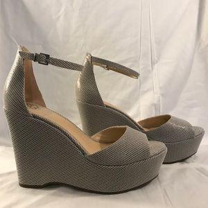 Vince Camuto VC-Tatchen Platform Sandal